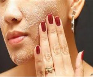 طريقة تقشير الوجه بالسكر يعطي للبشرة نتيجة غير متوقعه تعرفي عليها الان